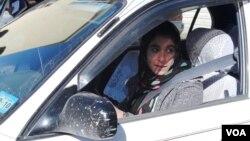 شمار رانندگان زن در هرات افزایش یافته است. (عکس از خلیل نورزایی/صدای امریکا)