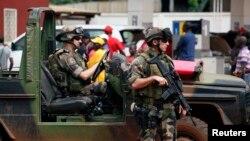 Binh sĩ Pháp bảo vệ một trạm xăng ở Bangui, ngày 13/12/2013.