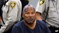 O.J. Simpson lors d'une audience au tribunal du comté de Clark à Las Vegas, le 14 mai 2013. (AP Photo/Ethan Miller, Pool, File)