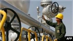 Добыча нефти в Иране. Архивное фото.