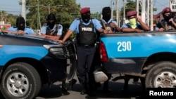 尼加拉瓜警察2018年7月14日在马那瓜封锁通往圣慈天主教堂的道路