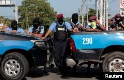La policía bloquea la entrada a la Iglesia Católica Divina Misericordia en Managua, Nicaragua, el 14 de julio de 2018. REUTERS / Oswaldo Rivas.