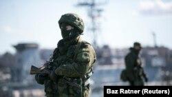 Tentara Rusia di pelabuhan Sevastopol, Krimea, Ukraina. (Foto: Dok)