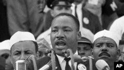"""63年8月28日,马丁路德金博士在华盛顿林肯纪念堂演讲""""我有一个梦想"""""""