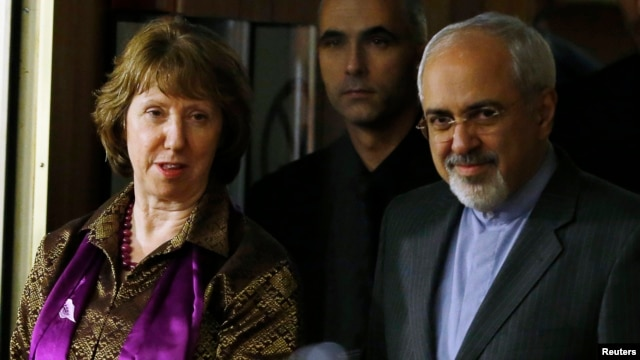 FILE - European Union foreign policy chief Catherine Ashton (L) and Iranian Foreign Minister Mohammad Javad Zarif (R) arrive at a news conference at the end of the Iranian nuclear talks in Geneva, Nov. 10, 2013.
