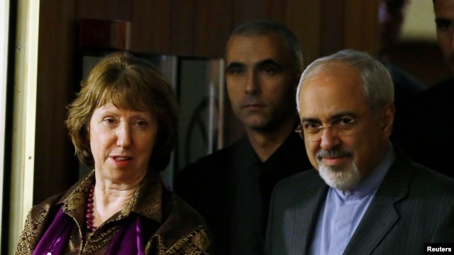 FILE - EU foreign policy chief Catherine Ashton (L) and Iranian Foreign Minister Mohammad Javad Zarif (R) arrive at a news conference at the end of the Iranian nuclear talks in Geneva, Nov. 10, 2013.