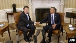 Tổng thống Obama (phải) hội đàm với Tổng thống Gruzia Mikheil Saakashvili