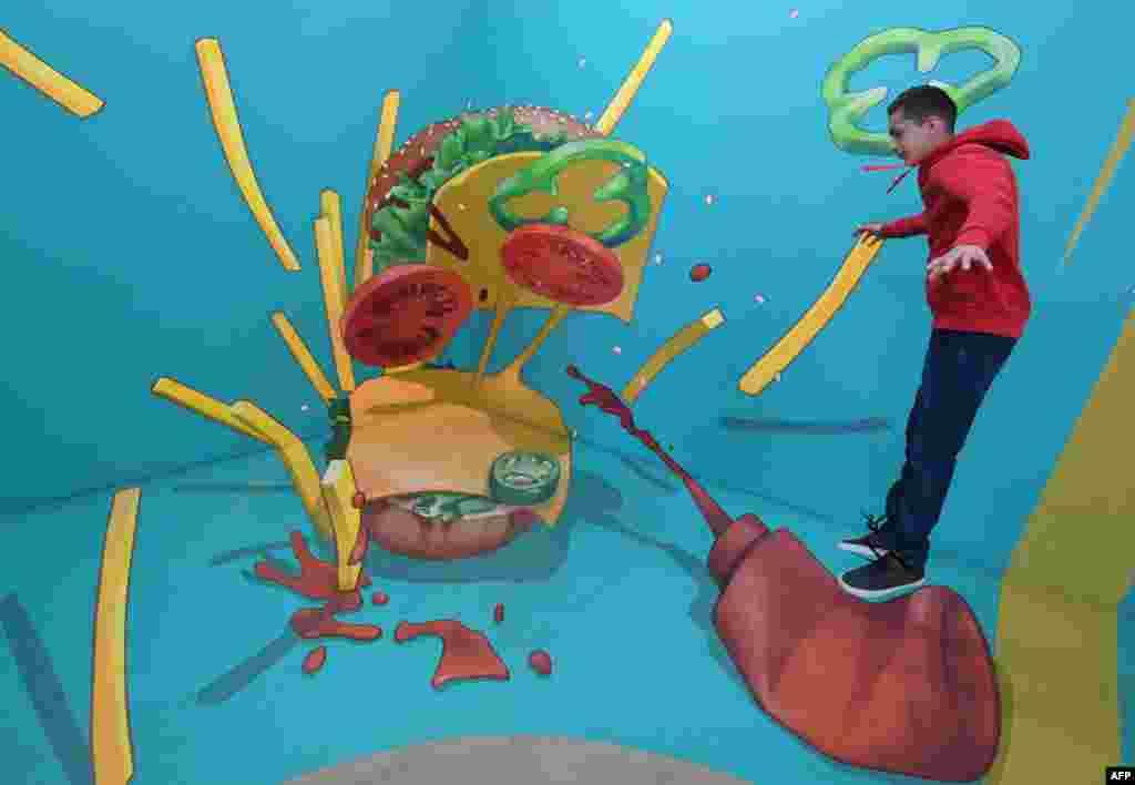 نمایش نقاشی های ۳ بعدی در موزه وهم و خیال هالیوود کالیفرنیا