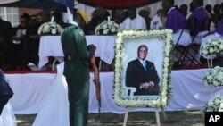 Enterrement de l'ancien président Robert Mugabe, samedi 28 septembre 2019, dans la province de Mashonaland West, au Zimbabwe.