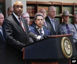"U.S. attorney Robert Capers, left, speaks during a news conference in Brooklyn, N.Y., announcing charges against Mexican drug kingpin Joaquin ""El Chapo"" Guzman as the alleged architect of a three-decade-long web of violence, corruption and drug traffickin"