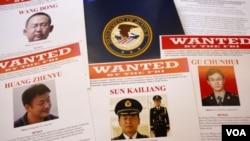 Hình 5 sĩ quan Trung Quốc bị truy tố: Vương Đông, Tôn Khải Lương, Văn Tân Vũ, Hoàng Chấn Vũ và Cố Xuân Huy. Cả 5 bị cáo đều bị truy tố về 31 cáo trạng, mỗi cáo trạng có án tù tối đa là 15 năm.