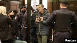 Rusiya müxalifər lideri Aleksey Navalnının Moskvada məhkəməyə gətirildiyi zaman çəkilmiş fotosu, 2 fevral, 2021.