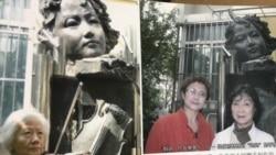 铁玫瑰园中的张志新铜像,张志新妹妹张志勤和女儿曾林林在像前凭吊。(取自铁玫瑰的中国记忆画册)