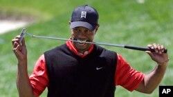 Los registros muestran que Tiger Woods fue arrestado por la policía en Júpiter y que fue liberado antes de las 11 de la mañana del lunes.