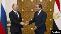 Russia's President Vladimir Putin (L) meets with Egypt's President Abdel Fattah al-Sisi in Cairo, Dec. 11, 2017.