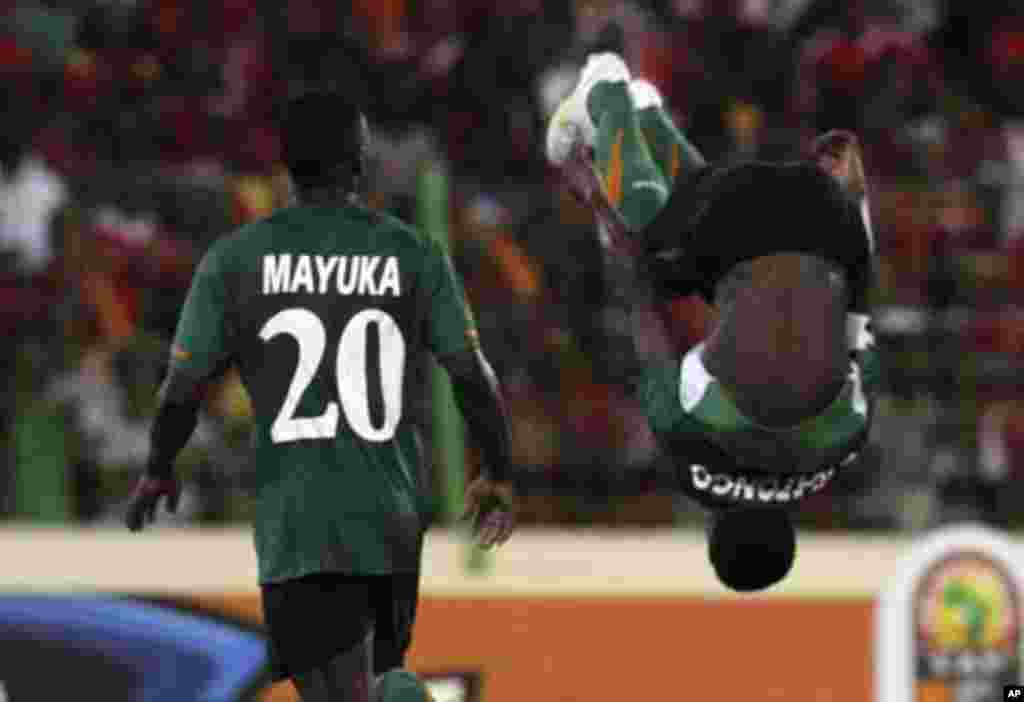 Christopher Katongo (R) of Zambia celebrates with teammate Emmanuel Mayuka after scoring against Equatorial Guinea during their African Nations Cup soccer match in Malabo January 29, 2012.