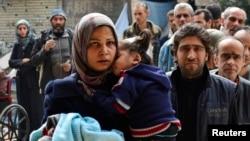 Người phát ngôn của cơ quan cứu trợ Liên Hiệp Quốc mô tả tình cảnh ở trại tị nạn Yarmouk là 'tệ hơn vô nhân đạo', và 'là một trại trong đó phụ nữ đã chết khi sinh nở vì thiếu thuốc men. Trẻ em chết vì suy dinh dưỡng'.