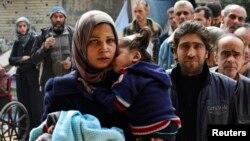 Các cuộc thương thuyết diễn ra trong bối cảnh một trại tỵ nạn của người Palestine ở ngoại ô thủ đô Damascus của Syria đang bị vây hãm, và vẫn nằm dưới quyền kiểm soát của các phần tử chủ chiến Nhà Nước Hồi giáo.