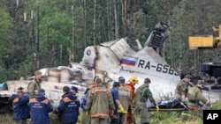 Emergency Ministry members work at the site of the Tupolev-134 plane crash outside the northern Russian city of Petrozavodsk, June 21, 2011
