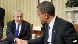 美國總統奧巴馬3月5日在白宮與以色列總理內塔尼亞胡握手