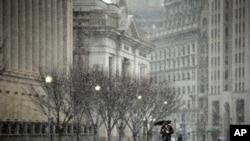 U.S. Snow Storm Reaches Washington, DC