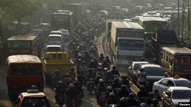 Sistem metro atau kereta bawah tanah diharapkan akan mengatasi kemacetan parah di Jakarta. (Foto: Reuters/Beawiharta)