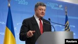 烏克蘭總統波羅申科9月25日在基輔的一個新聞發佈會上對媒體講話。