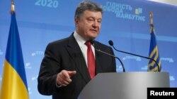 Presiden Petro Poroshenko mengatakan Ukraina akan mengajukan permohonan menjadi anggota Uni Eropa tahun 2020 (25/9).