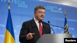 Ukrainian President Petro Poroshenko speaks to the media during a news conference in Kyiv, Sept. 25, 2014.