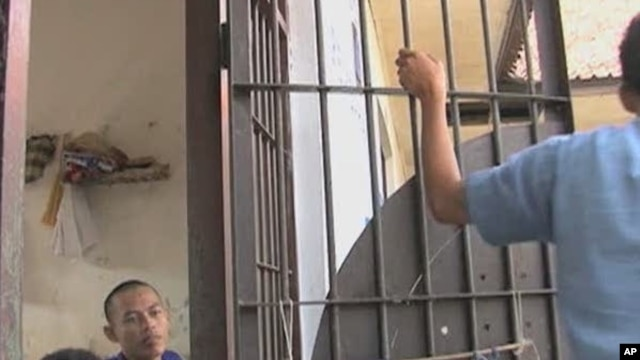 Inmates at Tangerang prison in Jakarta leave their cells to participate in conflict resolution training