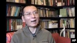 រូបឯកសារ៖ លោក Liu Xiaobo ផ្តល់បទសម្ភាសន៍នៅផ្ទះរបស់គាត់កាលពីឆ្នាំ២០១៨។