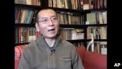 Liu Xiaobo saat diwawancarai di rumah kediamannya di Beijing, China, 6 Jan 2008. (Foto: dok).
