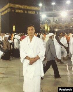Mesut Özil'in Umre ziyareti sırasında çektirdiği ve Facebook hesabında yayınladığı fotoğraf