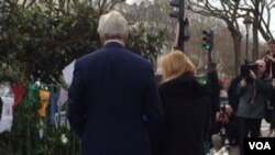 U.S. Secretary of State John Kerry, accompanied by U.S. Ambassador in France Jane Hartley, lays a wreath at a memorial for the Charlie Hebdo victims in Paris, Jan. 16, 2015. (Photo: P. Dockins / VOA)