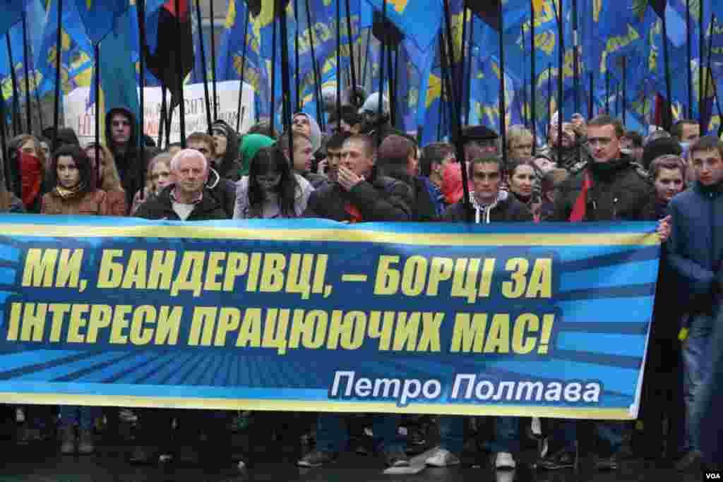 Митинг и марш украинских националистов 14 октября в Киеве, по различным оценкам, собрали от шести до двадцати тысяч человек