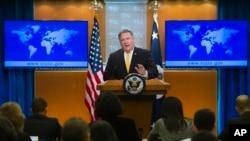 美国国务卿蓬佩奥2018年10月3日在国务院向记者介绍情况。