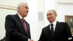 Владимир Путин и Леонид Тибилов