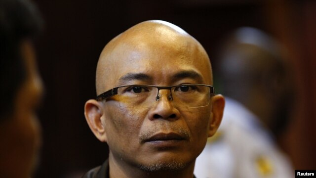 Thai national Chumlong Lemtongthai attends hearing at a South African court, Nov. 7, 2012. Click to enlarge