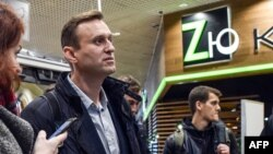 Russian opposition leader Alexei Navalny walks along Domodedovo airport hall shortly after being released in Moscow, Oct. 22, 2017.