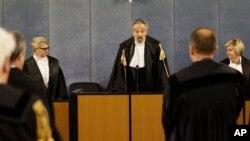 Le président de la cour Oscar Magi, prononce une sentence concernant l'ancien chef du gouverment italien, Silvio Berlusconi, 7 mars 2013