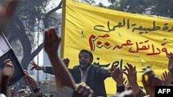 Công nhân viên chức Ai Cập vẫn biểu tình đòi tăng lương tại thủ đô Cairo, ngày 14/2/2011
