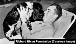 Ричард Никсон и его знаменитый пес Чекерс