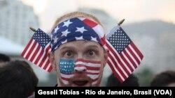 Un fan américain à Rio. [Photos: Gesell Tobias, VOA]