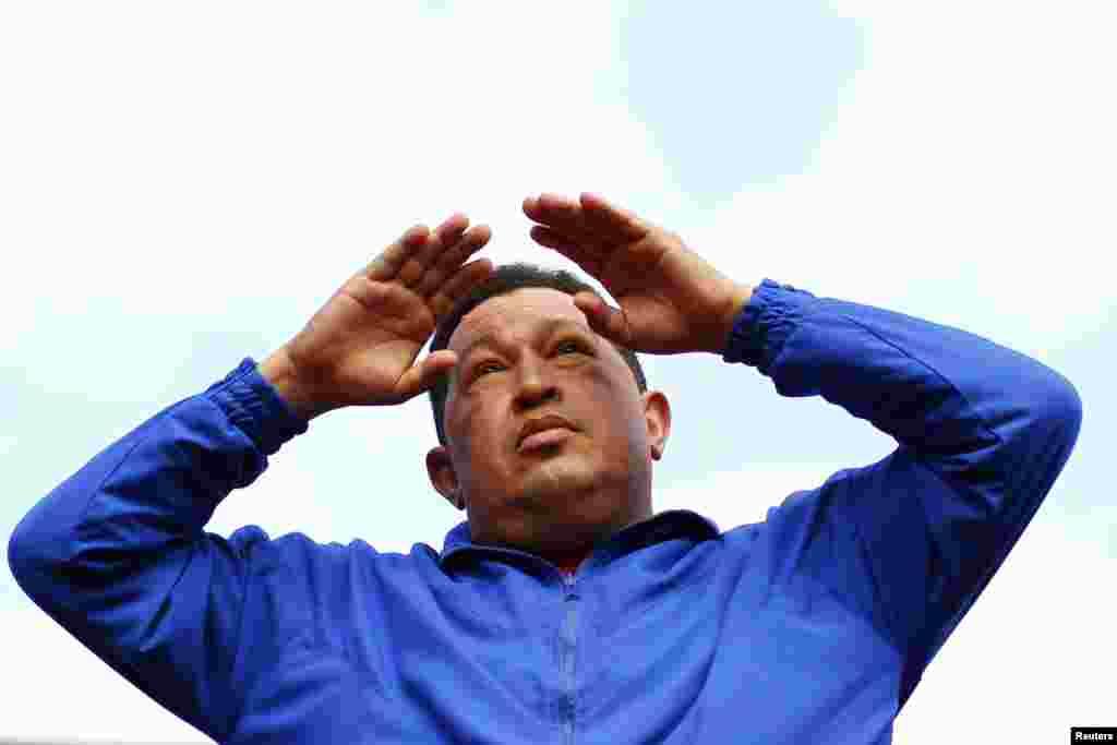 Chávez en Maracay, hablando a sus seguidores.