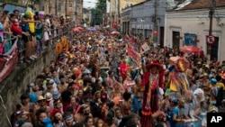 Una violenta huelga policial en el noreste de Brasil ha puesto de relieve el malestar de los policías en otras partes del país, y algunas fuerzas incluso amenazaron con protestar al inicio de los festejos del Carnaval.