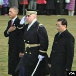 Predsjednik Kine Hu Jintao sa predsjednikom Barackom Obamom tokom svečanog dočeka u Washingtonu 18 januara 2011.