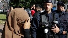 Padi kundër ligjit francez që ndalon ferexhetë