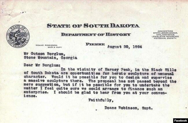 Güney Dakota eyalet tarihçisinin heykeltraş Gutzon Borglum'dan Güney Dakota 'nın Black Hills bölgesindeki Rushmore Dağı'nda bir heykel yapmasını istediğini mektup. (Facebook)