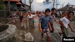 فرار روهنگیایی ها از خانه های شان