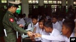 Chính phủ Myanmar đã đồng ý ngưng sử dụng binh sĩ trẻ em cách đây 2 năm.